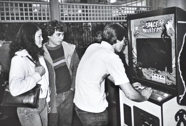 Bay Area Video Arcades: Photographs by Ira Nowinski